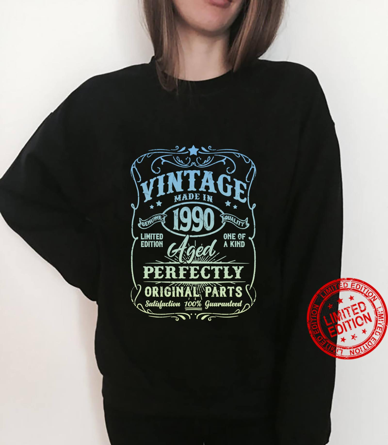 Vintage Made In 1990 Retro Classic 31st Birthday Party Shirt sweater