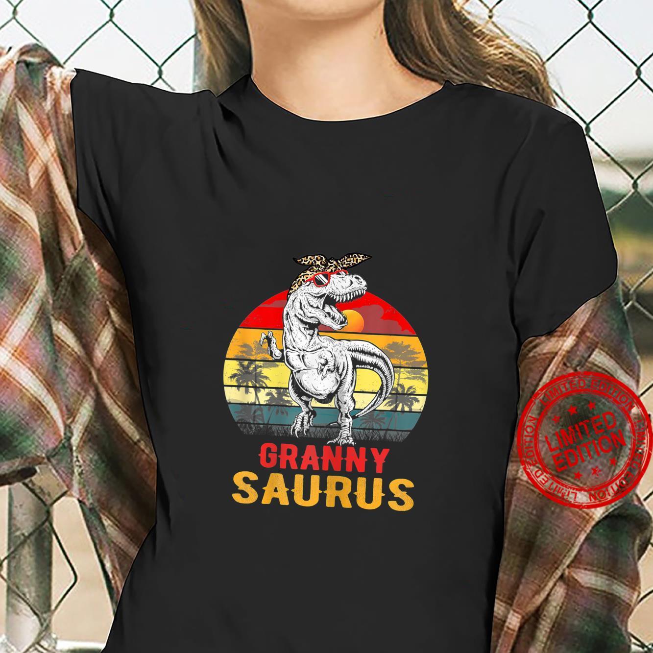 Womens Grannysaurus T Rex Dinosaur Granny Saurus Mothers Day Shirt ladies tee